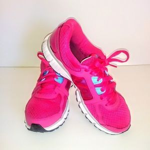 NIKE DUAL FUSION SNEAKERS.SIZE 9.5.COLOR PINK